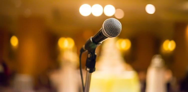 Career Guidance - 4 Killer Public Speaking Tips From Comedians