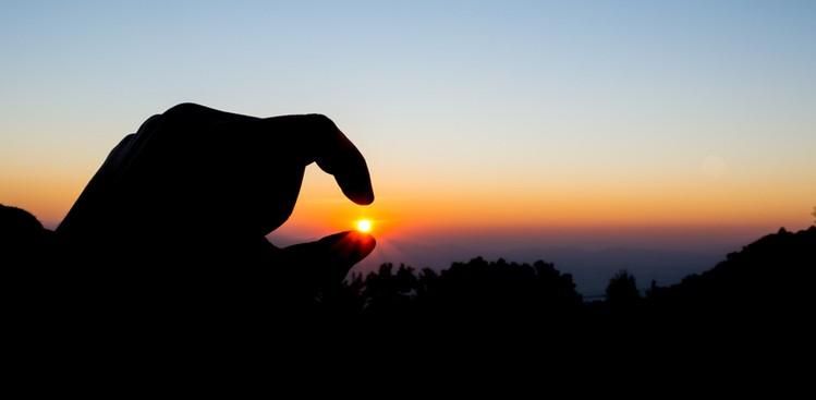 Sunlit fingers