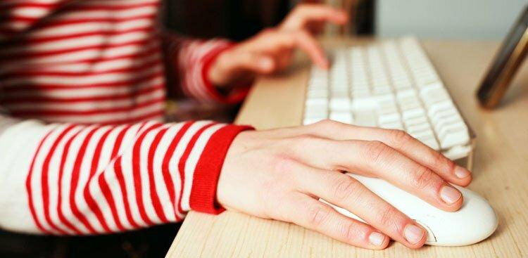 person clicking mouse