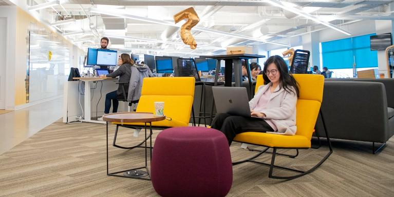 Rakuten Americas employee typing on a laptop.