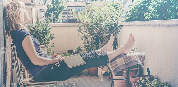 Spending Too Much Time Doing Nothing Lately? 10 Habits That'll Change That