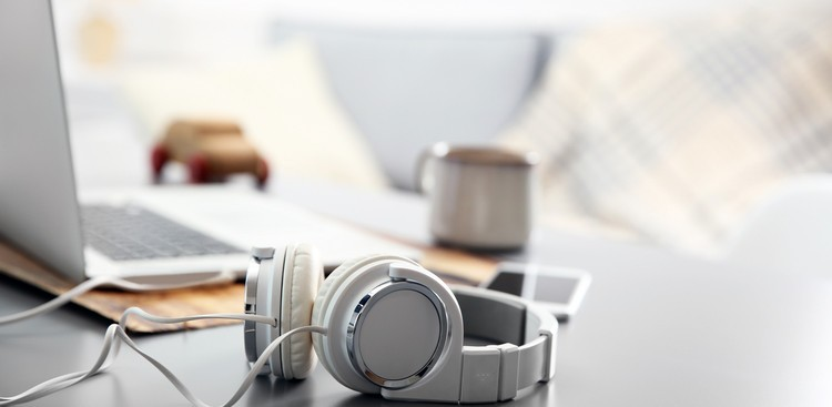 8 Free Ambient Noise Sites That'll Transform Your Open Workspace Into a Private Office