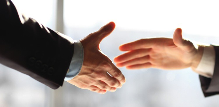 Dos and Dont's for Your Handshake - The Muse