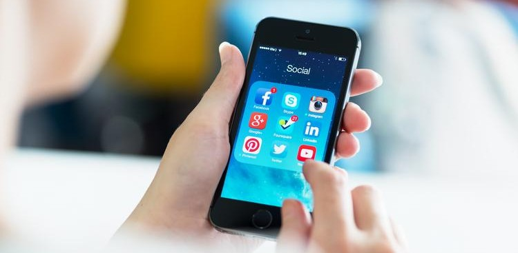 How to Use Social Media to Improve Your Career