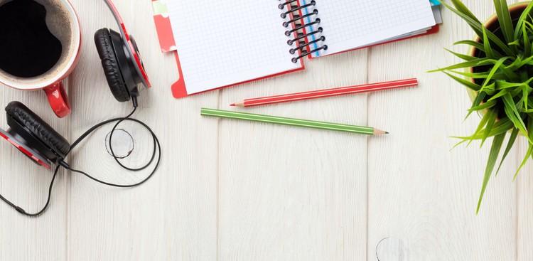 Cheap Ways to Brighten Up Your Desk