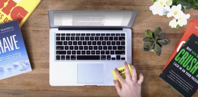 Common Desk Personalities in Every Office (Video)