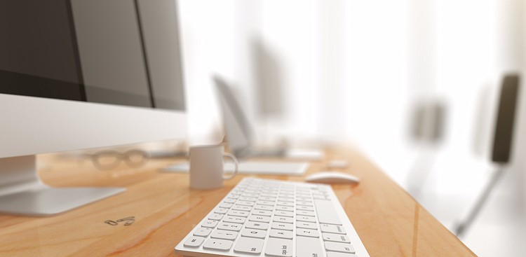 Quick Tips to Clean Your Desk