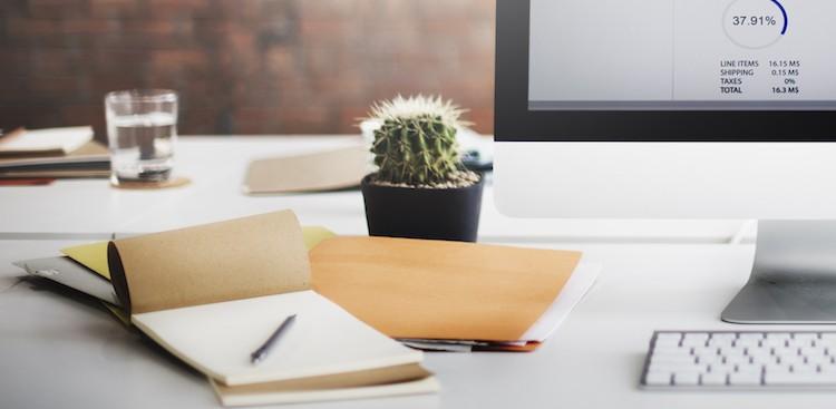 5 DIY Ways to Brighten Your Desk This Winter