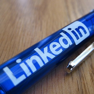 Career Guidance - 4 Ways LinkedIn Can Help You Get Into B-School