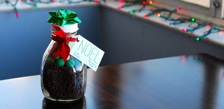 Career Guidance - Need a Last-Minute Gift? DIY Holiday Mason Jars