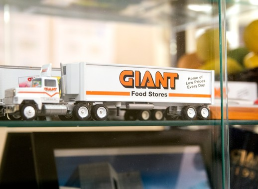 Giant/Martin's Company Image 3